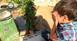 24 luglio 2013 - Kafarbatna, provincia di Damasco Un angelo prega sulla tomba dei fratelli
